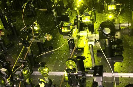 """量子计算机控制系统问世 """"量子霸权""""仍任重道远"""