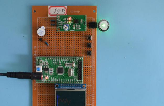 基于STM32单片机的心电图生理监控心率脉搏TFT彩屏波形曲线设计-万用板-电路图+程序+论文65